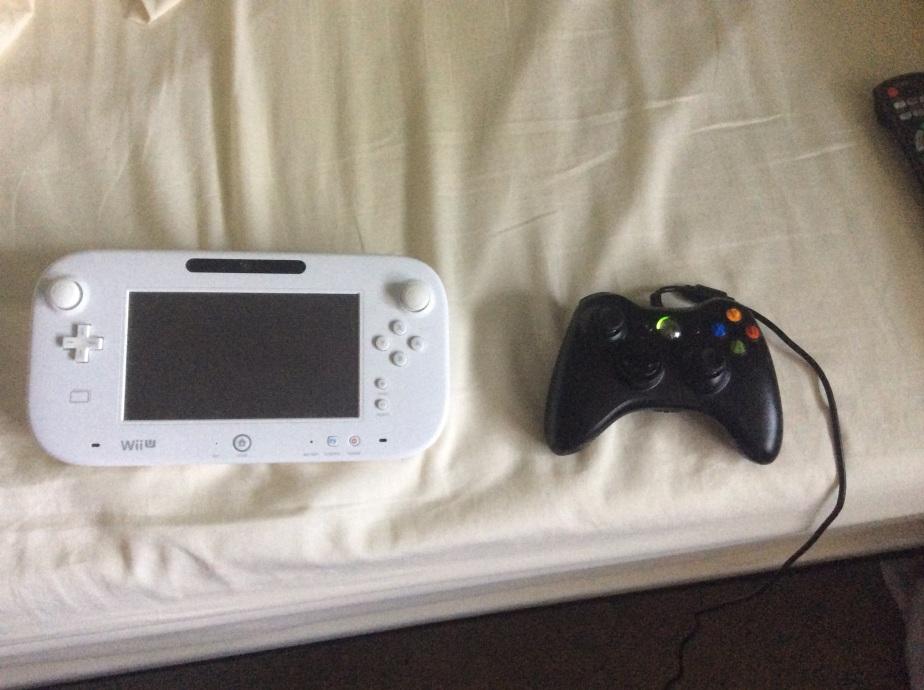 Wii U Gamepad and Xbox 360 Controller